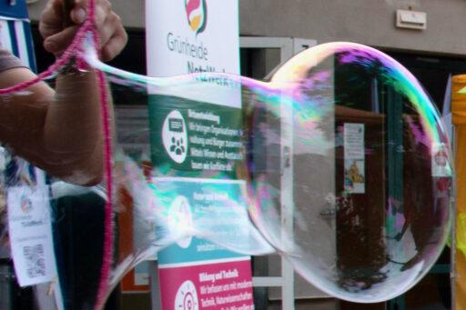 Experiment geglückt: Rezept für Riesenseifenblasen